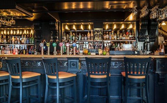 Moira, UK: Contemporary Irish pub