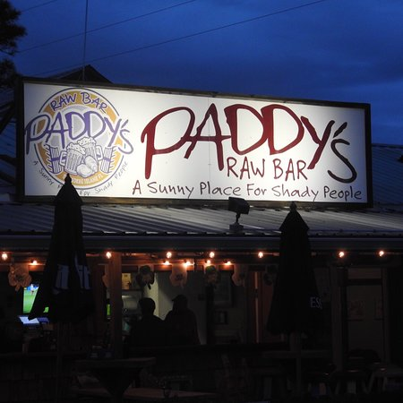 Eastpoint, FL: Another beautiful evening at Paddy's- the Basset hounds favorite pub... they even sang them a so