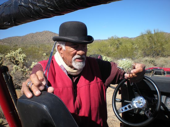 Wickenburg, AZ: Glenn showing us how to get moisture from a cactus