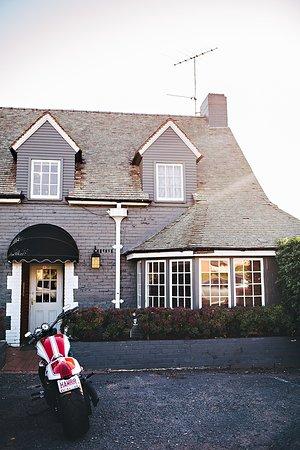 Camden Valley Inn : Tudor-Style Dining