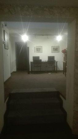 Charlies Place Hotel: TA_IMG_20180307_180610_large.jpg