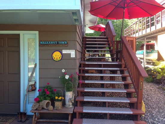 Anchorage Walkabout Town Bed and Breakfast: Follow the stair to our main door.