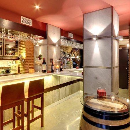 Restaurante taberna el retiro en granada con cocina otras for Cocinas granada precios