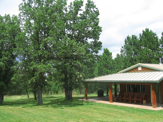Whitewood, SD: Rustic Cabin