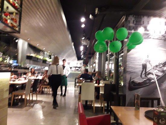 It Italian Trattoria & cafe: interior del local