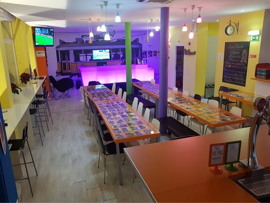 Golden Tram 242 Lisbonne Hostel: Sala de refeições e de Laser