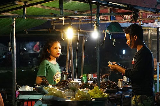 Siem Reap Street Food Tour at Night