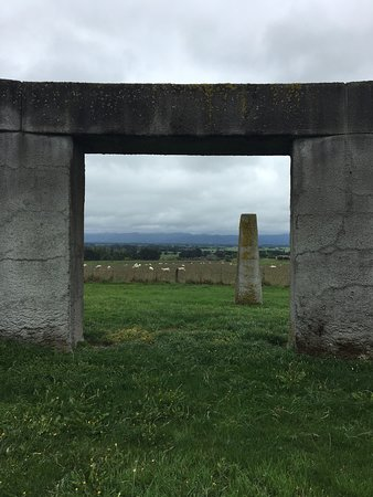 Martinborough, Nueva Zelanda: Stonehenge window