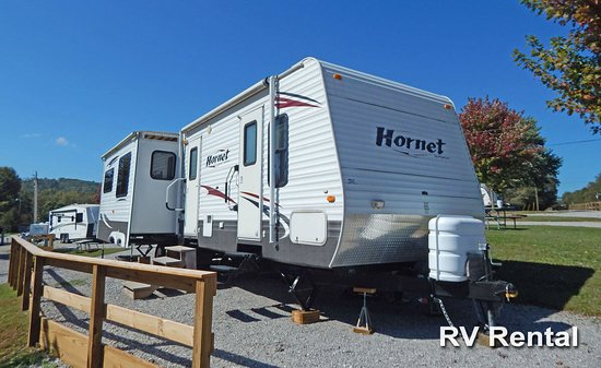 "Pikeville, TN: RV Rental | 32"" Keystone Hornet 