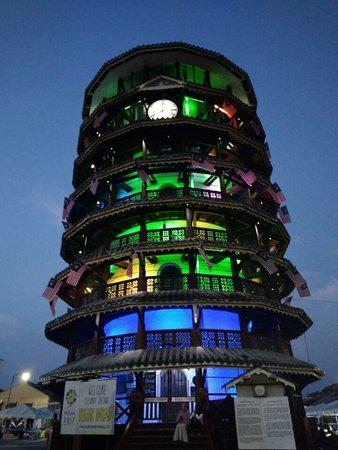 Teluk Intan, Malaysia: Menara Condong Condong Teluk ialah sebuah menara tangki air yang kemudian dijadikan menara jam