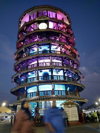Teluk Intan, Malaysia: Keunikan menara ini adalah ia menyerupai Menara Pisa di Itali. Menara ini dibina pada tahun 1885