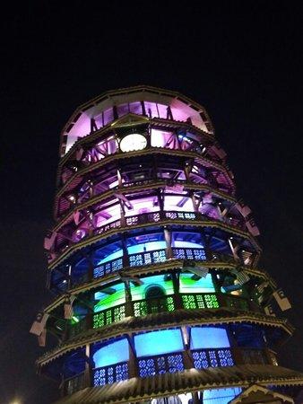 Menara Condong Condong Teluk Intan ialah sebuah menara tangki air