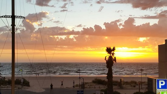 The end of another day in beautiful Glenelg
