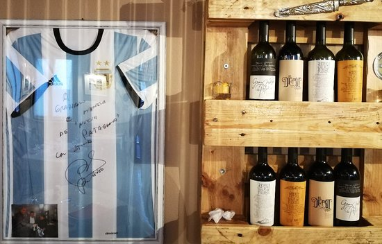 Castelnovo di Sotto, Italy: Tira de asado...... Tinto Rutini.....vinos DEPOTRERO