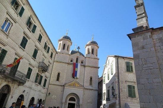 St. Nikola Church: ด้านหน้าโบสถ์แห่งนี้ครับ