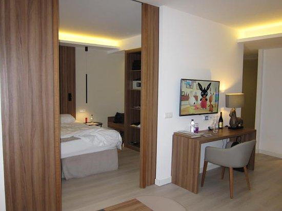 Slaapkamer En Suite : Kamer met afsluitbare slaapkamer picture of zafiro palace alcudia