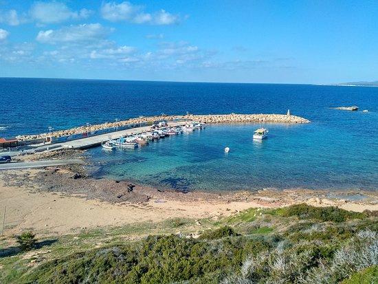 Agios Georgios, Kıbrıs: Вид с веранды, бухта