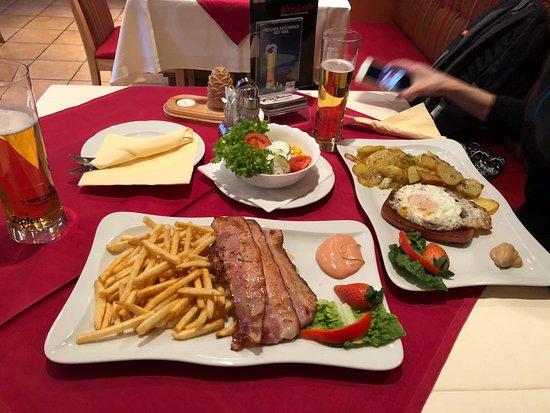 Jerzens, Austria: Leckeres Essen für Skifahrers ))