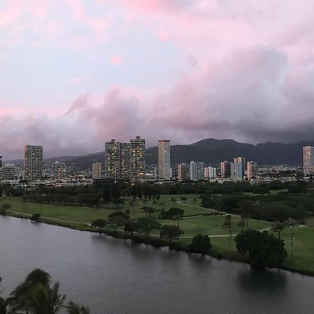 Waikiki Sand Villa Hotel: Beautiful views from the 10th floor of the Ala Wai golf course and canal.