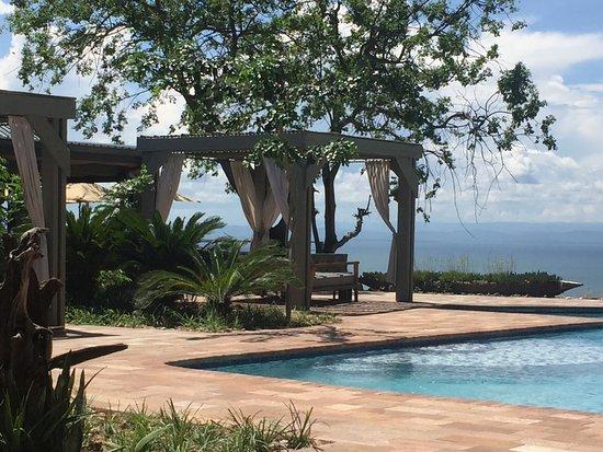 Kariba, Zimbabue: Relaxing environment around the pool