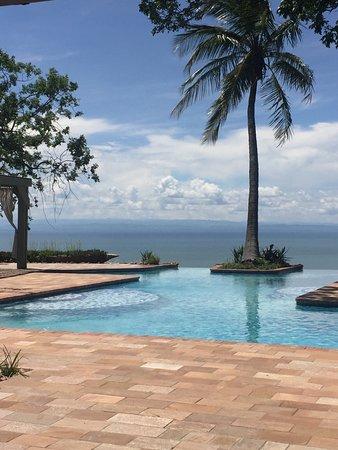 Kariba, Zimbabue: Infinity pool with an endless view.