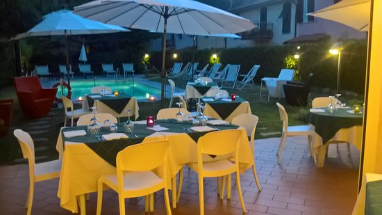 Bocca di Magra, إيطاليا: cena a bordo piscina
