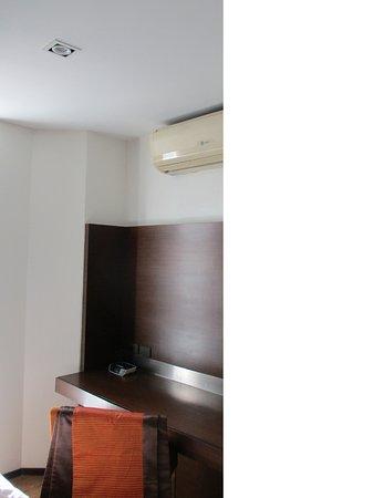 Oaks Bangkok Sathorn: no TV in Bedroom 2