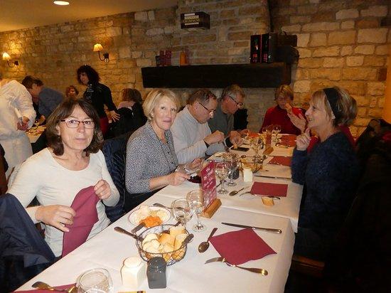 Gye-sur-Seine, França: vue de la salle de restaurant