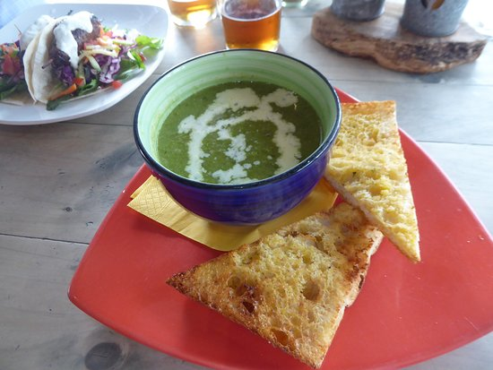 The Thirsty Weta : Small bowl of Pea and Mint Soup with bread