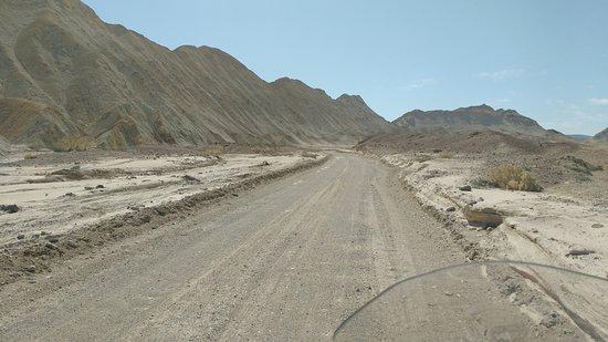 Twenty Mule Team Canyon: Montanhas e poeira no Velho Oeste!