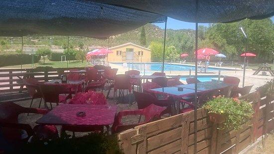 Fuentespalda, Spanien: Terraza exterior ...restaurante La Font