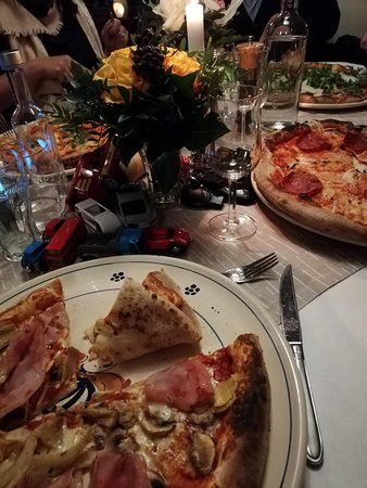 Glienicke, Germany: Pizza für die ganze Familie