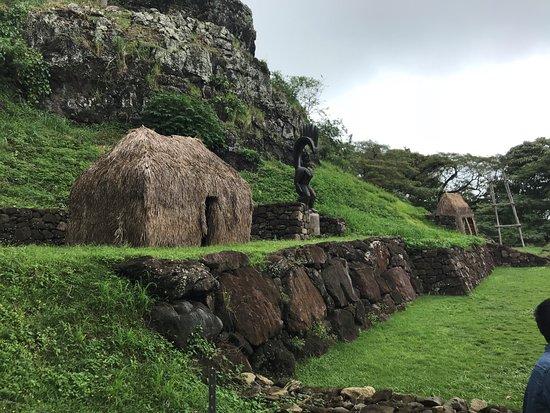 Kaneohe, Havaí: Replica of Polynesian worship grounds