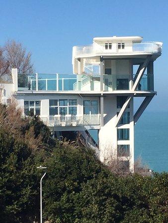 Ancona, Italia: è una vista della torre ascensori descritta nella recensione, dove si vedono le strutture a sbal