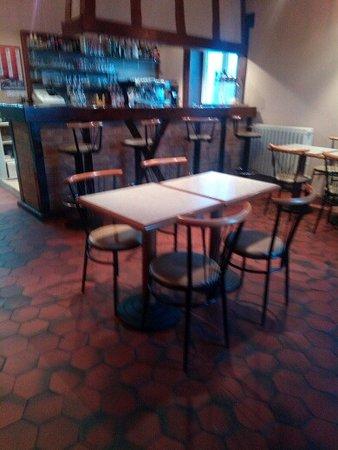 Roumazières-Loubert, France : Restaurant sympathique. Repas, ou café et ou boisson.On s'y sent comme à la maison !