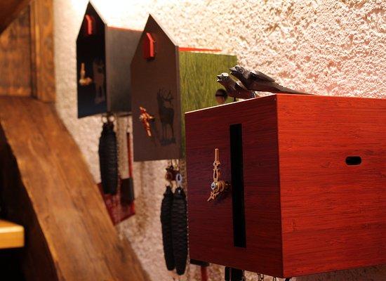 Moderne original schwarzwälder Kuckucksuhren - Bild von Bühlhof ...