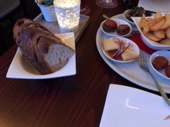 Trossingen, Almanya: Brot zu Tapas
