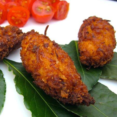 Berwyn, Pensilvanya: Small Bites.. Try the coconut chicken tenders