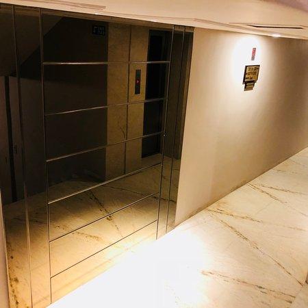 Hotel Nalanda: CORRIDOR