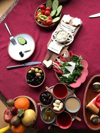 Fresco Cave Suites & Mansions : Breakfast
