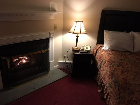 The Lucerne Inn: room with gas fireplace