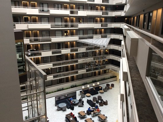 Embassy Suites by Hilton Atlanta - Galleria: Hotel Lobby