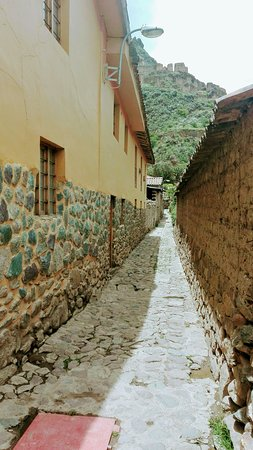 Andean Moon Hostal: Calles tipicas al rededor del hostal