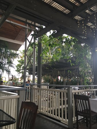 Holualoa, ฮาวาย: open garden seating