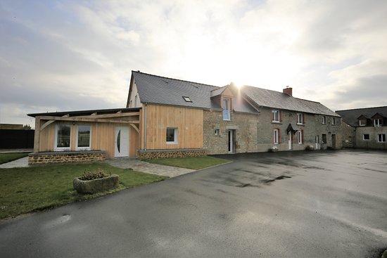 Ardevon, Frankrijk: Batiment ou se trouvent une partie des chambres et lieux communs.