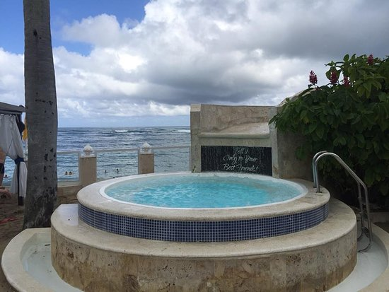 The Residence Suites at Lifestyle Holidays Vacation Resort: Cooling tub at the VIP Beach