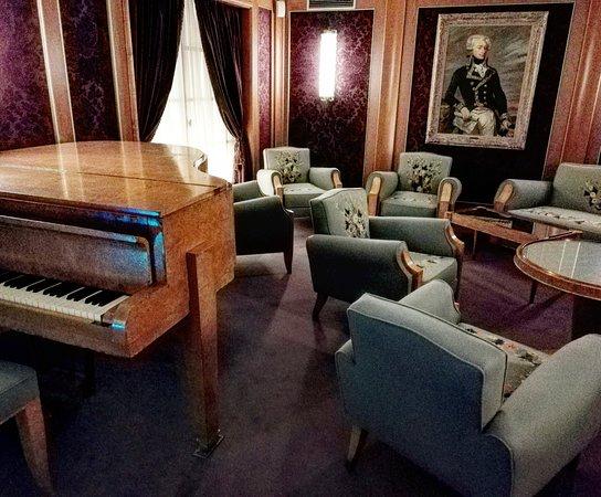 salon picture of escal 39 atlantic saint nazaire tripadvisor. Black Bedroom Furniture Sets. Home Design Ideas