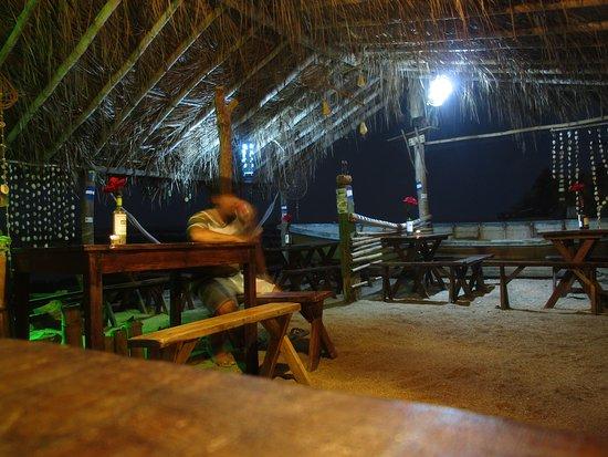 Los Cobanos, El Salvador: Restaurante La Ballena Los Cóbanos. Instalaciones para disfrutar de cenas románticas en la playa