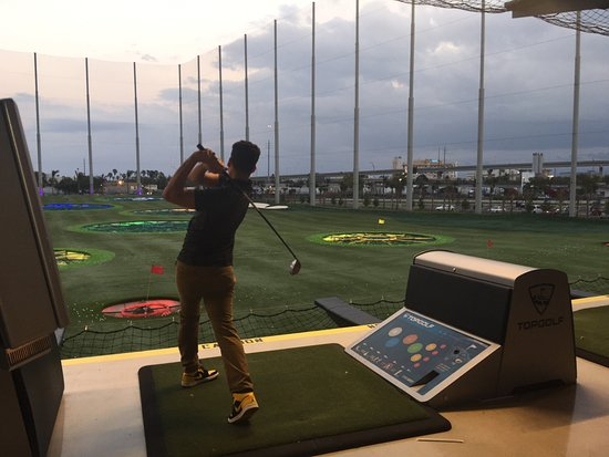 Miami Gardens, FL: Fun time with family at TOPGOLF!