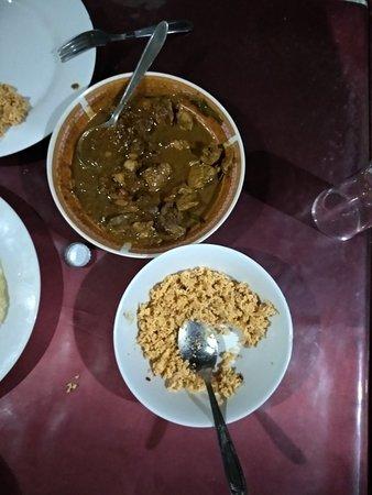 Vasuki Restaurant: Grilled fish and spicy chicken curry